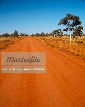 Chemin de terre près de Jundah, Queensland, Australie