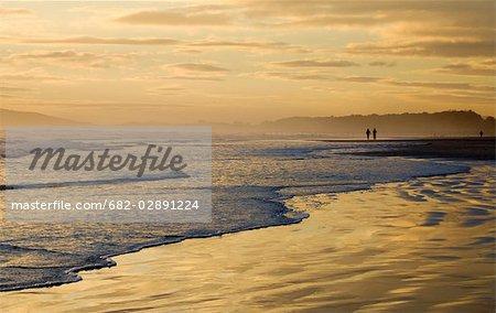 Coucher de soleil sur le Strand, la Province du Western Cape, en Afrique du Sud
