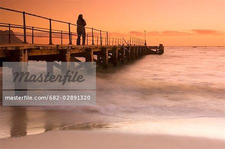 Vue du quai et océan au coucher du soleil, Strand, Somerset west, Province du Western Cape, Afrique du Sud