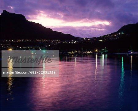 Vue de Hout bay par twilight, Cape Town, Province occidentale du Cap, Afrique du Sud
