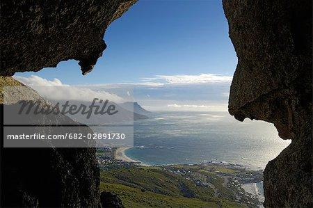 Vue à travers les roches de gargouille, Cape Town, Province du Western Cape, Afrique du Sud