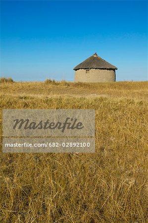 Xhosa Rondawel dans un Veld