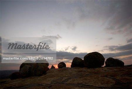 Tombe de Cecil John Rhodes est entouré d'une grande, ronde granit sentinelles, Rhodes Matopos National Park, près de Bulawayo, Matabeleland Sud, Zimbabwe