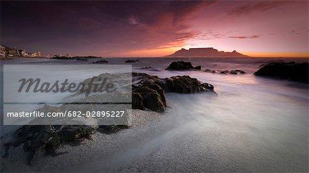 Coucher du soleil avec la montagne de la Table, Bloubergstrand, Cape Town, Western Cape Province, Afrique du Sud