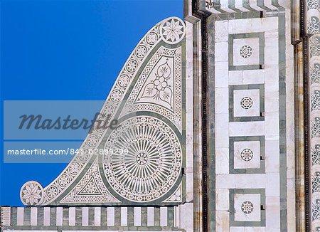 Détails architecturaux de la Volute sur le Santa Maria Novella, Florence, Toscane, Italie