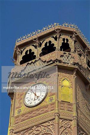 La tour de l'horloge de la mosquée de Mohammed Ali, au Caire, en Égypte, en Afrique du Nord, l'Afrique