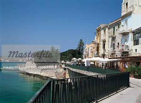 Outdoor cafes in Syracuse, Sicily, Italy, Mediterranean, Europe