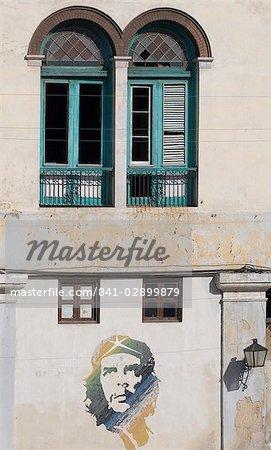 Une peinture murale de Che Guevara dans la Habana Vieja (vieille ville), la Havane, Cuba, Antilles, Amérique centrale