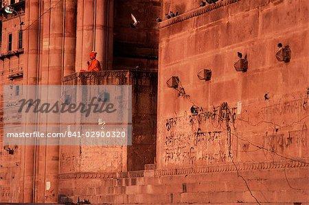 A sanyasin meditates overlooking the Ganges at dawn, Varanasi (Benares), Uttar Pradesh state, India, Asia