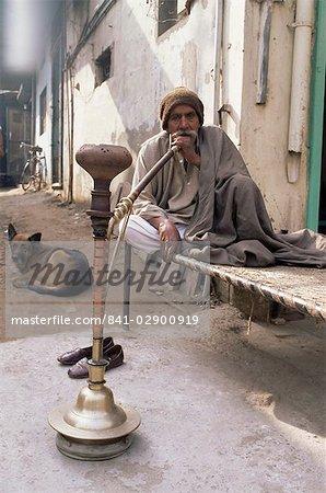 Pipe smoker, Delhi, India, Asia