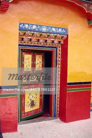 Porte peinte traditionnelle dans le Palais d'Eté de la Dalaï Lama, le Norbulingka, Lhassa, Tibet, Chine, Asie