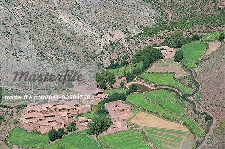 Tibetan arable farmers villages, Qamdo, Tibet, China, Asia