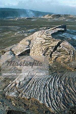 Cratère du volcan Kilauea montrant la lave solidifiée de filants appelé pahoehoe, The Big Island, Hawaii, Hawaii, États-Unis d'Amérique, Amérique du Nord