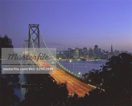 Pont sur la baie et la ville skyline, San Francisco, Californie, États-Unis d'Amérique, l'Amérique du Nord