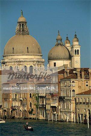 L'église Santa Maria della Salute, vu traverser le Grand Canal, depuis le pont de l'Academia, Venise, patrimoine mondial de l'UNESCO, Veneto, Italie, Europe