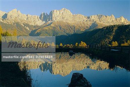 Montagne réflexions, Rosengartengrupp, Dolomites, Trentin-Haut-Adige, Italie, Europe