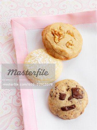 Nahaufnahme von Cookies auf Leinen-Serviette