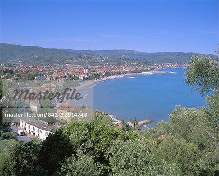 Vue surélevée de la côte, Diano Marina, Riviera italienne, Ligurie, Italie, Europe