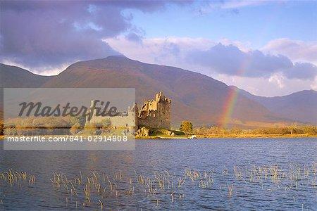 Kilchurn Castle and Loch Awe, Highlands Region, Scotland, United Kingdom, Europe