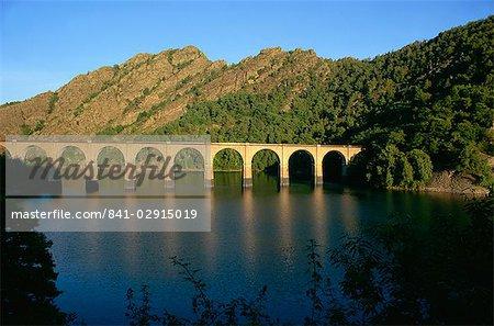 Viaduc de chemin de fer et de Villefort de lac, Cévennes, Lozère, Languedoc-Roussillon, France, Europe