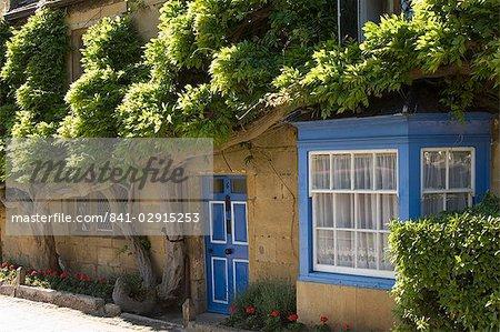 Cottage dans la rue principale du village, Broadway, les Cotswolds, Gloucestershire, Angleterre, Royaume-Uni, Europe