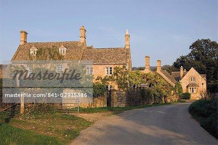 Route menant au village de Stanway, sentier de Cotswold Way, The Cotswolds, Gloucestershire, Angleterre, Royaume-Uni, Europe