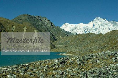 Longpanga lac de moraine latérale sur la droite dans la vallée de Gokyo à Khumbu Himal au Népal, Asie