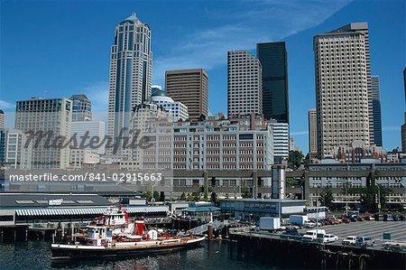 Port de ferry et front de mer du centre-ville, Seattle, état de Washington, États-Unis d'Amérique, Amérique du Nord