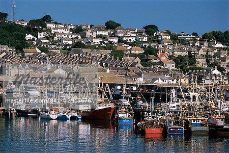 Pêche des bateaux dans le port, Newlyn, Cornwall, Angleterre, Royaume-Uni, Europe