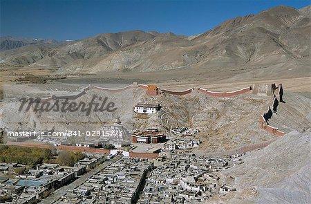Monastère de Palkhor Choide et la vieille ville à partir de dzong (fort), Gyantse, Tibet, Chine, Asie