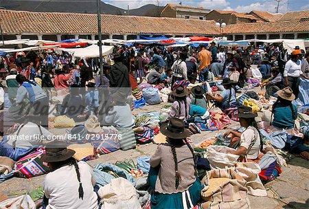 Marché du dimanche à Tarabuco, près de Sucre, en Bolivie, en Amérique du Sud