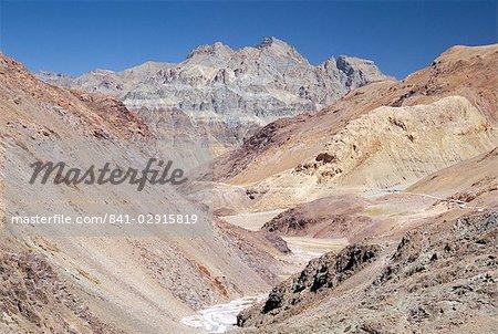 Descent from Kunzum Pass, 4550m, Spiti Valley headwaters, Himachal Pradesh, India, Asia