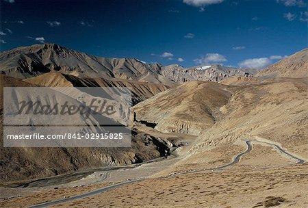 Traverser les montagnes de Zanskar près de Pang, 4600m d'altitude, route Leh-Manali, Ladakh, Inde, Asie