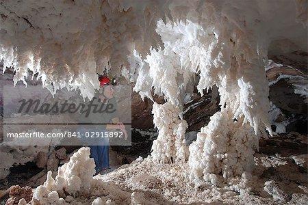 Sels stalactites et stalagmites, dans la grotte de Namakdan dôme de sel, l'île de Qeshm, sud de l'Iran, Moyen-Orient