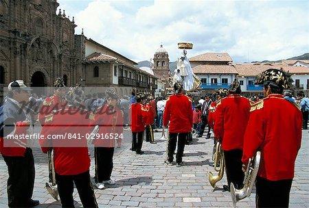 Procession religieuse sur le jour de Noël, Cuzco, au Pérou, en Amérique du Sud