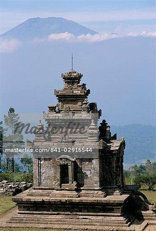 Gedong Songo Temple, dans le groupe de 111 temples hindous datant de 730 à 780 AD, sur les pentes du Gunung Ungaran, près de Bandungan, l'île de Java, en Indonésie, Asie du sud-est, Asie
