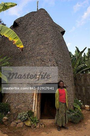 Maison ruche traditionnelle du peuple Dorze entièrement réalisée en matériaux organiques, Chencha montagnes, Ethiopie, Afrique