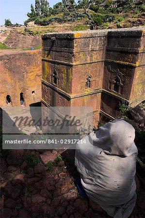 Pilgrim at the rock-hewn monolithic church of Bet Giyorgis (St. George's), Lalibela, UNESCO World Heritage Site, Ethiopia, Africa