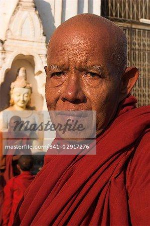 Monk waitng to collect alms, Ananda festival, Ananda Pahto (Temple), Old Bagan, Bagan (Pagan), Myanmar (Burma), Asia