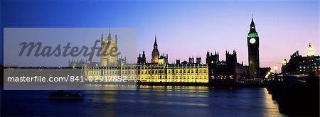 Zeigen Sie über die Themse in der Nacht zu Big Ben und den Houses of Parliament, UNESCO Weltkulturerbe, Westminster, London, England, Großbritannien, Europa an