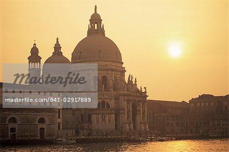 Église de Santa Maria Della Salute au coucher du soleil, Venise, Vénétie, Italie, Europe