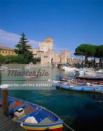 Bateaux à Sirmione, lac de garde, Lombardie, Italie, Europe