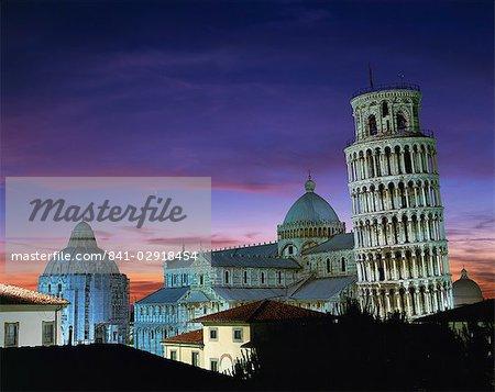 La tour de Pise, le Dôme et le baptistère au coucher du soleil dans la ville de Pise, l'UNESCO World Heritage Site, Toscane, Italie, Europe