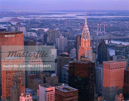 Ligne d'horizon de la partie de Midtown de la ville au coucher du soleil, à New York, États-Unis d'Amérique, l'Amérique du Nord