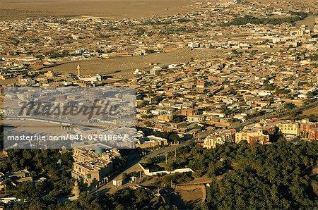 Vue aérienne du ballonnet de la ville oasis de Tozeur, Tunisie, Afrique du Nord, Afrique