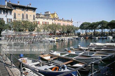 Vue sur le port, Desenzano, lac de garde, lacs italiens, Italie, Europe