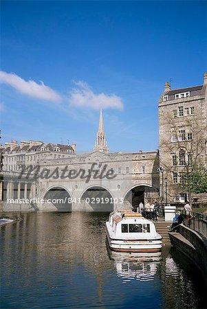 Pulteney Bridge and River Avon, Bath, Avon, England, United Kingdom, Europe