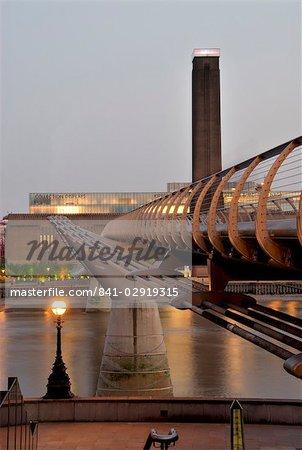 Millennium Bridge und Tate Modern, London, England, Vereinigtes Königreich, Europa