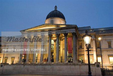 Musée des beaux-arts au crépuscule, Trafalgar Square, Londres, Royaume-Uni, Europe