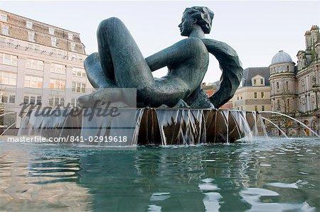 La statue de la rivière et de la fontaine, surnommé le Floozie dans le Jacuzzi, Victoria Square, Birmingham, Angleterre, Royaume-Uni, Europe